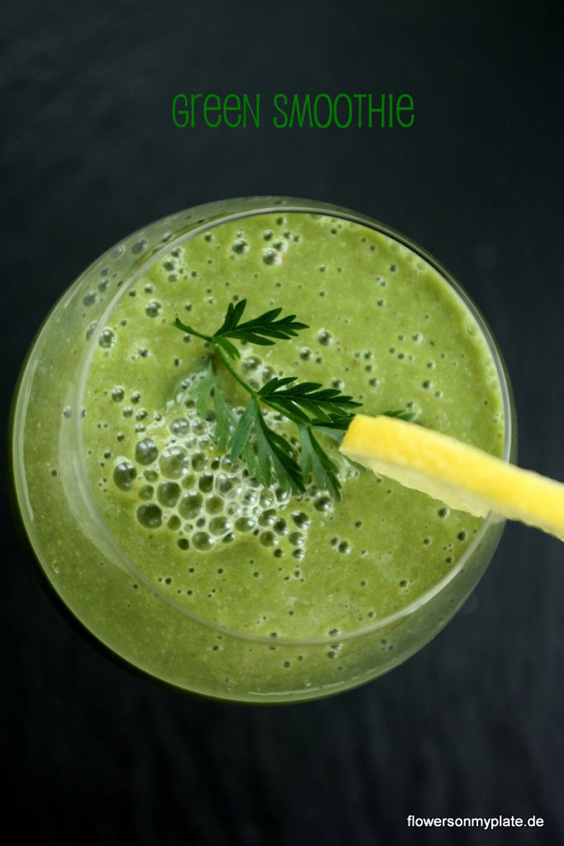 Grüner-Smoothie-{flowers-on-my-plate}