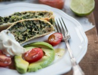 Spinatstrudel mit Avocadosalat - Vegetarian Dinner Party {flowers on my plate}