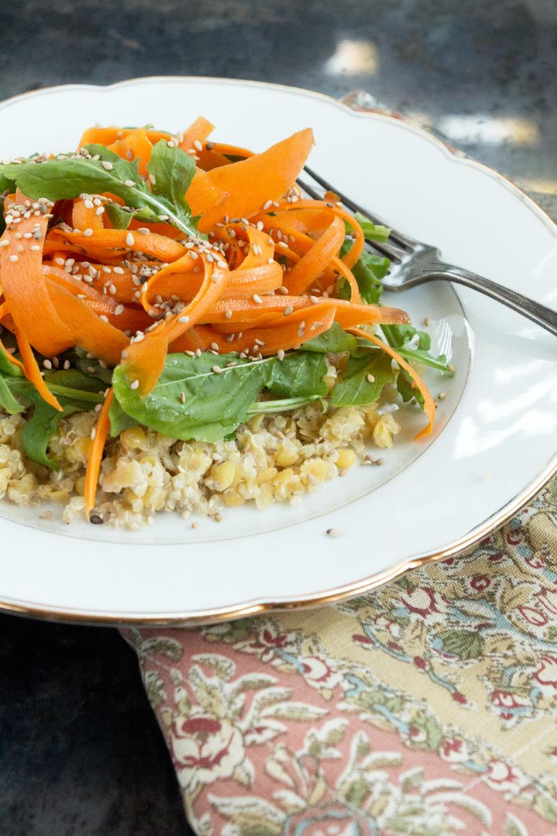 Karottenlocken-auf-Quinoa