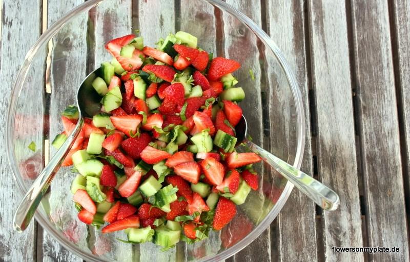 erdbeer-gurke-salat