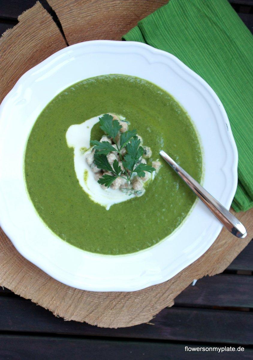Brokkoli & Grünkohlsuppe mit Kichererbsen von flowers on my plate