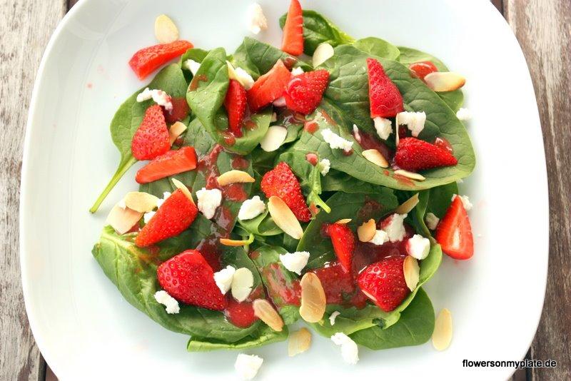 Erdbeer-Spinat-Salat mit Ziegenkäse