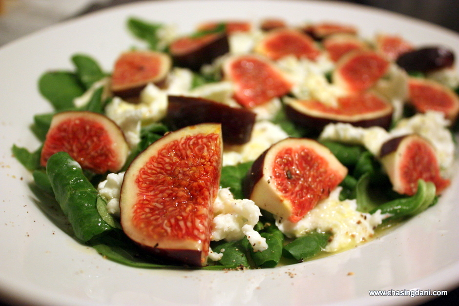 Salad with fresh figs & buffalo mozzarella / Feldsalat mit Feigen & Büffelmozzarella {flowers on my plate}