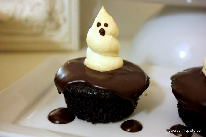 Chocolate Fudge Ghost Cupcakes {flowers on my plate}
