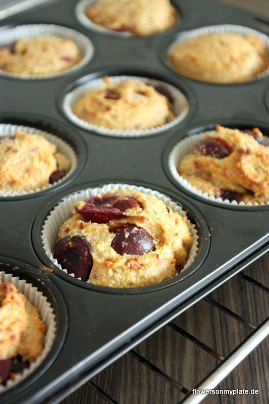 mandel kirsch muffins aus dem ofen