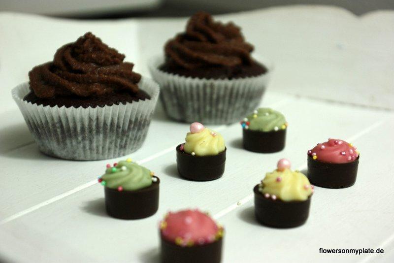 Schoko-Cupcakes mit Deko