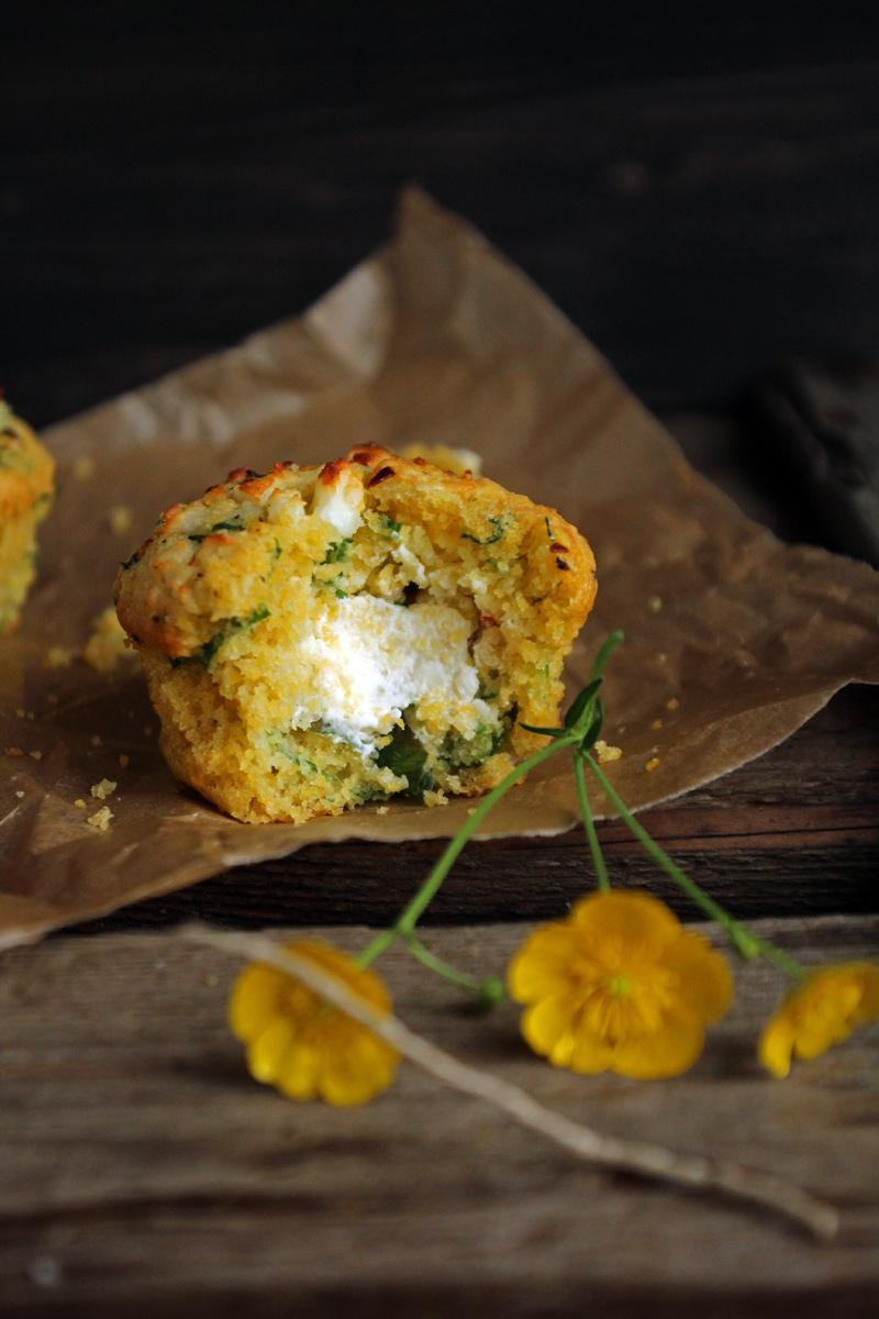 Polenta Bärlauch Muffins & Feta Creme, flowers on my plate