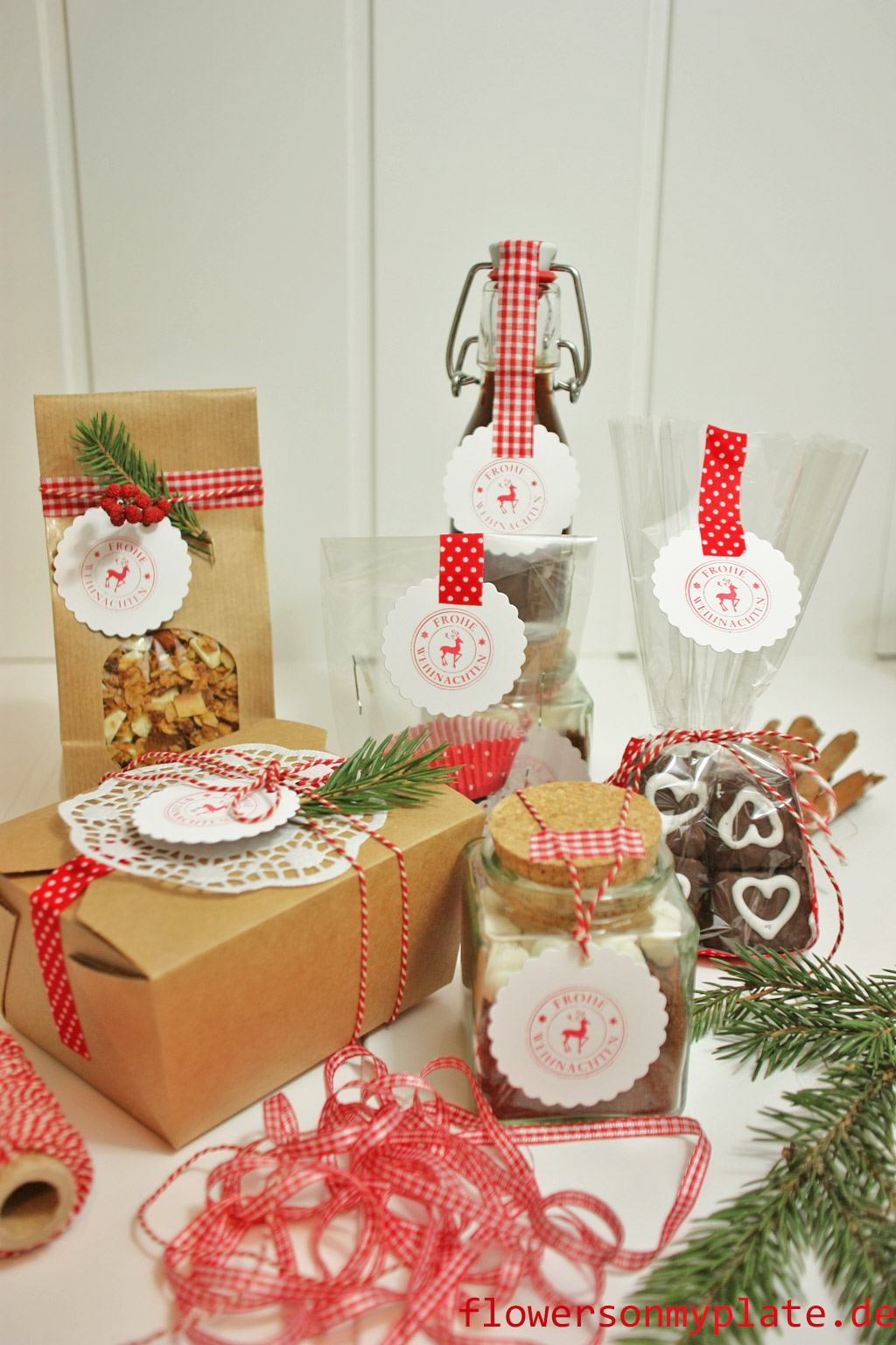 xmas-gifts-package,-flowers-on-my-plate