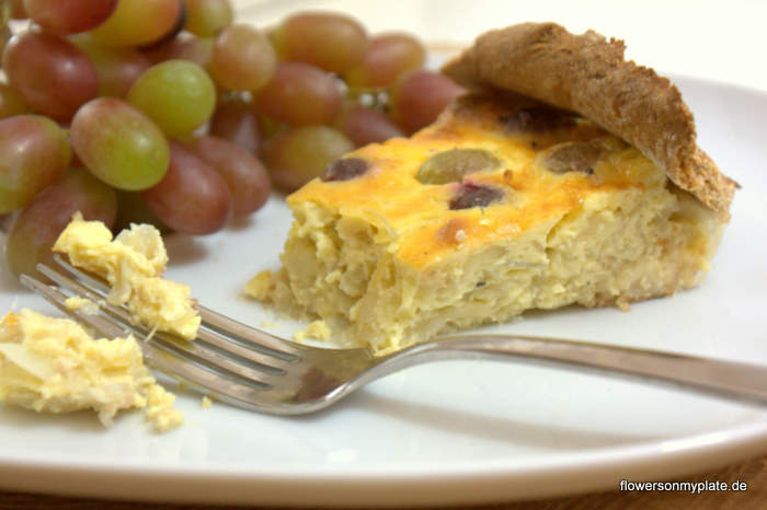 Onion, Grape & Cheese Quiche / Zwiebelkuchen mit Trauben & Bergkäse {flowers on my plate}